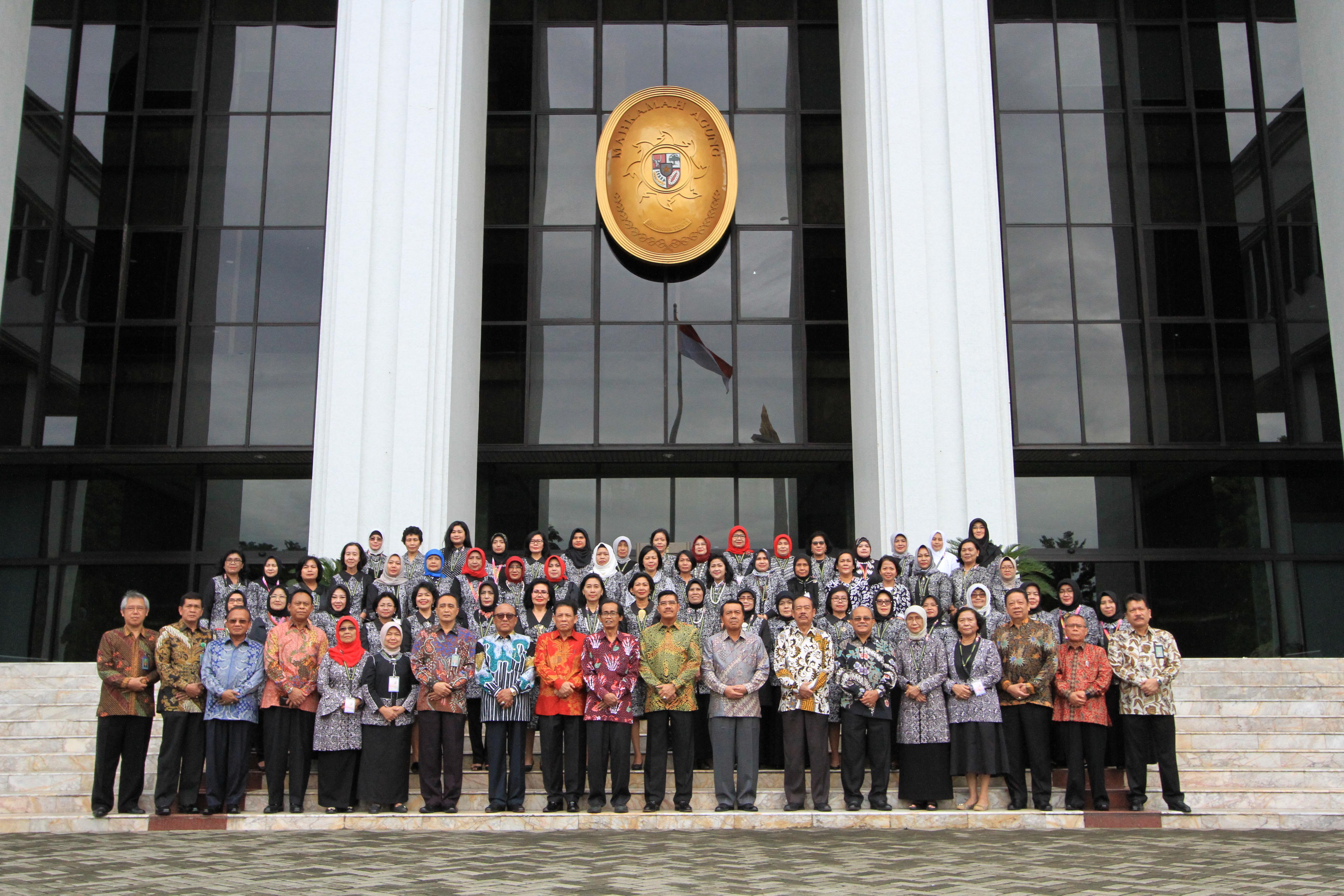 KUNJUNGAN DAN AUDIENSI HAKIM PEREMPUAN EMPAT LINGKUNGAN BADAN PERADILAN SE - INDONESIA KE MAHKAMAH AGUNG RI