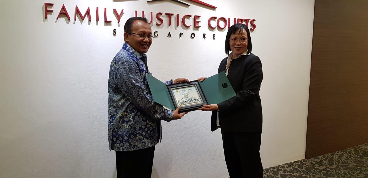 TIM STUDY BANDING MA KUNJUNGI FAMILY JUSTICE COURT SINGAPURA