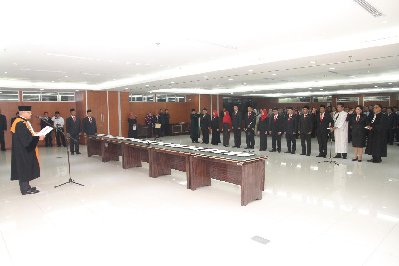 KETUA MAHKAMAH AGUNG MELANTIK 2 PANITERA MUDA DAN 9 PANITERA PENGANTI PADA MAHKAMAH AGUNG