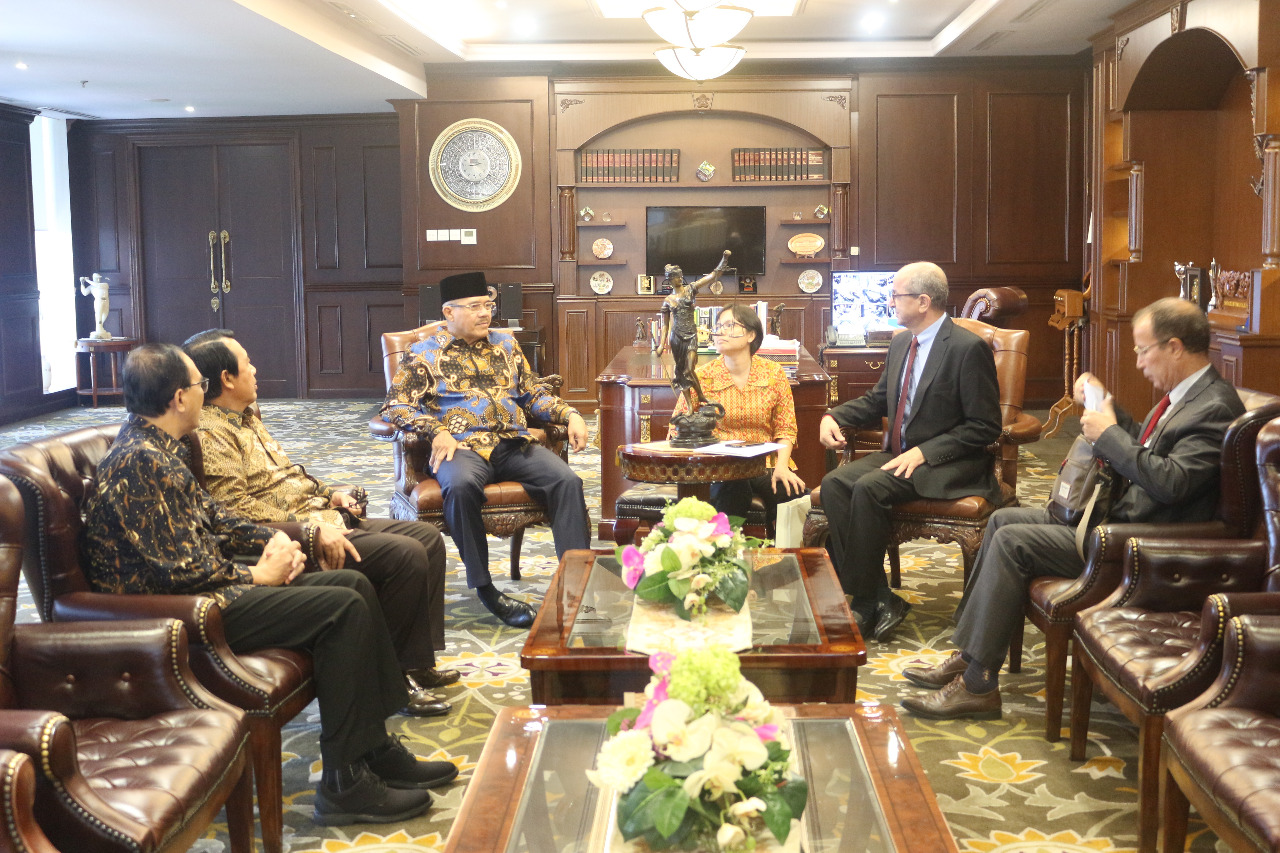 CHIEF JUSTICE RECEIVES A COURTESY VISIT FROM MOROCCAN AMBASSADOR TO INDONESIA