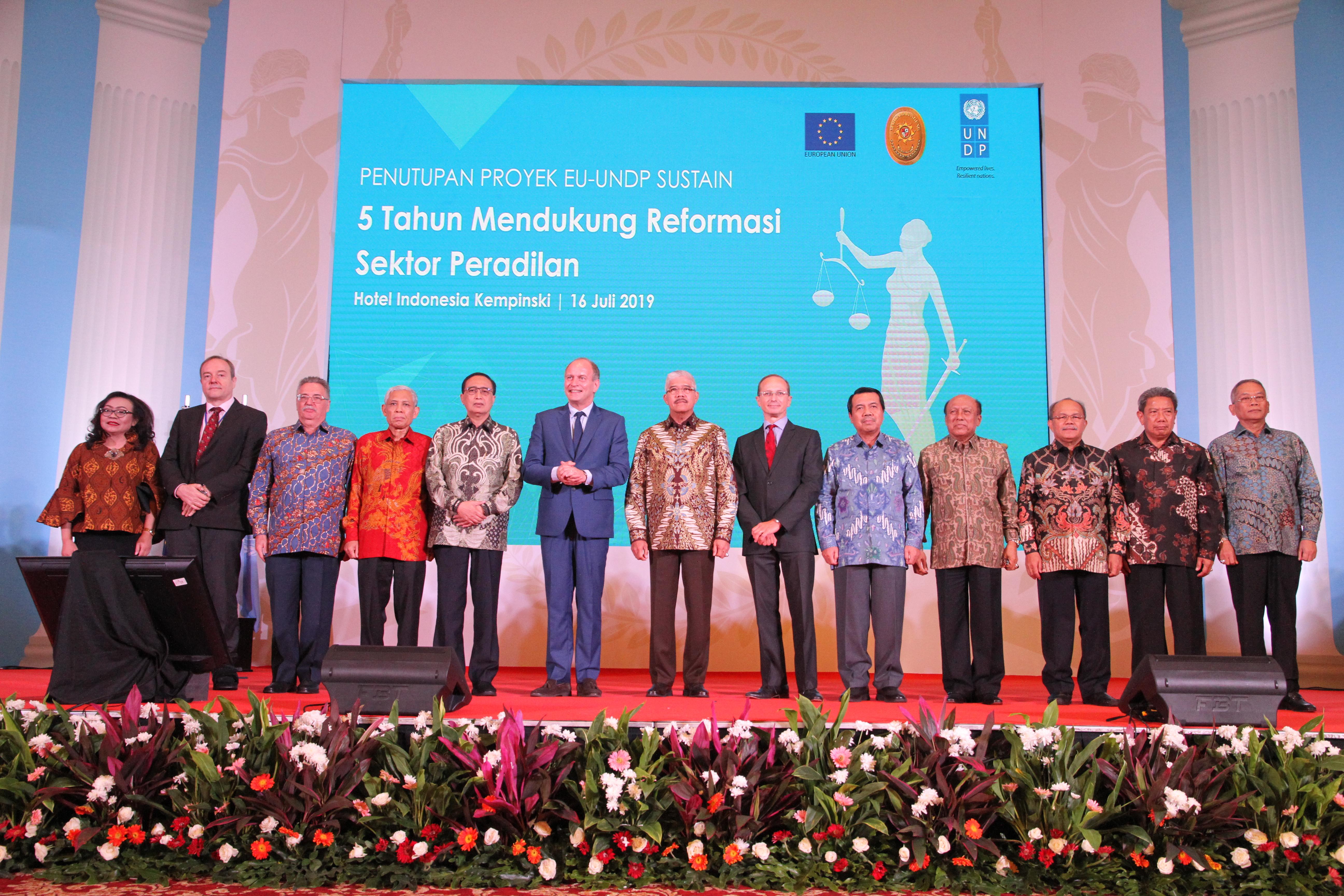 KETUA MAHKAMAH AGUNG RESMI MENUTUP PROYEK SUSTAIN EU-UNDP