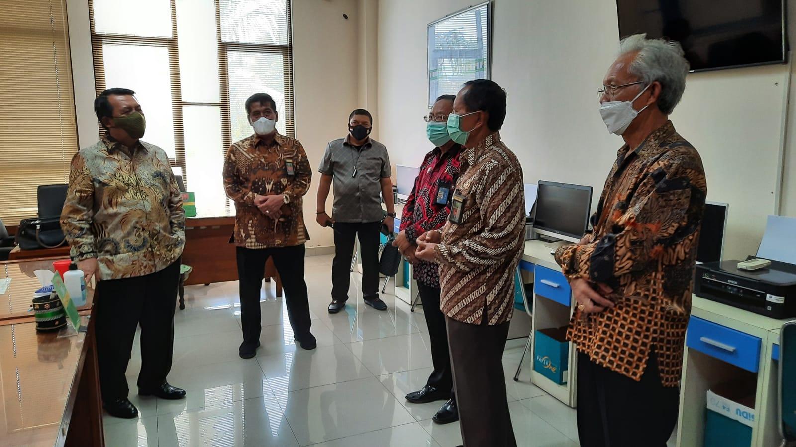 Kunjungi Pengadilan Di Wates, Ketua MA Mengajak Seluruh Aparatur Untuk Bekerja Dengan Ikhlas